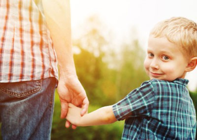 hold-hands-with-kid